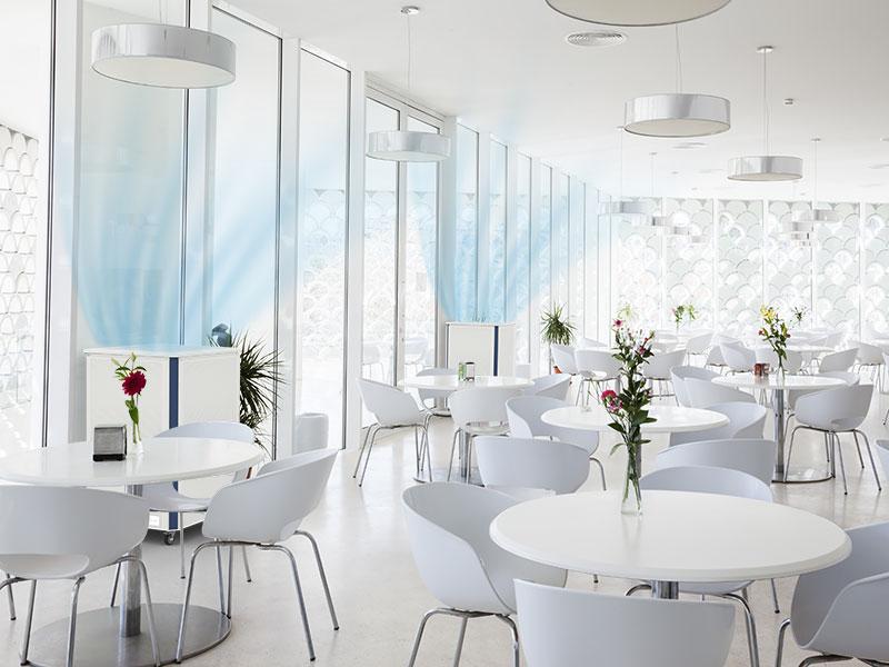 Luftklar Luftreiniger erzeugen sichere Raumluft im Restaurant