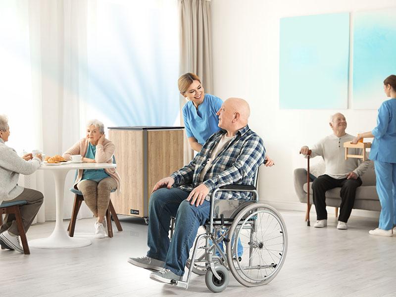 Luftklar Luftreiniger erzeugt sichere Raumluft im Altenheim und Pflegeheim